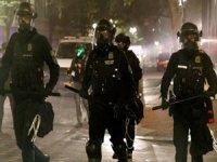 Portland'daki gösterileri takip eden Rus gazetecilere polis müdahalesi