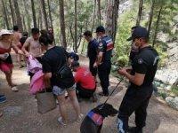 Isparta'da yürüyüş esnasında ayak bileğini kıran kadını jandarma kurtardı