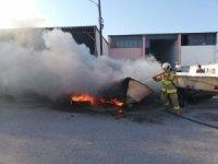 Edremit'te tekne imalathanesinde tekne yandı
