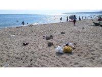 Tatilciler gitti, çöpleri kaldı