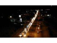43 ilin geçiş noktasında trafik yoğunluğu: Geri dönüş için yollara akın ettiler