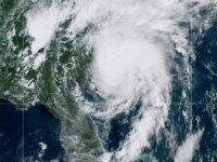 Isaias Kasırgası 140 kilometre hıza çıktı