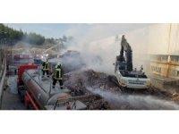 Atık kağıt fabrikasında çıkan yangın 13 saatte söndürüldü.