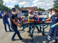 Motosikletli trafik polisi ile otomobil çarpıştı: 4 yaralı