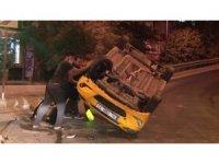 Ümraniye'de taksi takla attı: 1 yaralı