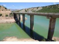Gülistan, kodu 885 metreye düşürülen barajda aranıyor