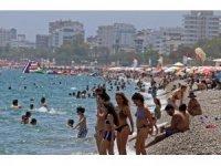 Antalya çifte bayram yaşadı, gözler Rus turiste çevrildi