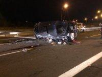 Ankara'da düğüne giden kişileri taşıyan minibüs devrildi: 3'ü ağır 12 yaralı