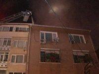 Beşiktaş'ta 4 katlı binada çıkan yangın paniğe neden oldu