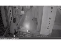 Bursa'da giyim mağazasına giren hırsız güvenlik kameralarını hesaba katmadı