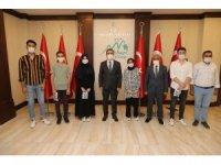 Vali Akbıyık, YKS'de derece yapan öğrencileri ödüllendirdi