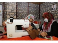 Arslanköylü kadınlar, tarihi halkevinde meslek öğreniyor