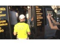 12 yerine 34 yolcu çıkan minibüs polisi bile şaşırttı