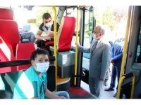 Vali denetime çıktı, minibüs şoförü valiye dezenfektan ikram etti