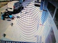 Ters yönde giden araç geri manevra yaparken motosiklete çarptı: 1 yaralı