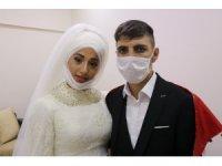Aileler razı değildi devreye girip düğünlerini yaptılar