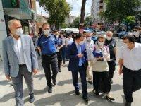 Çekmeköy'de maske ve sosyal mesafeyi ilçe protokolü denetledi