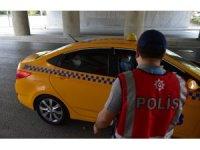 Bakırköy'de polis ekipleri korona virüs önlemlerini denetledi