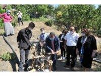 TÜBİTAK Başkanı Mandal genç kaşifi köyünde ziyaret etti