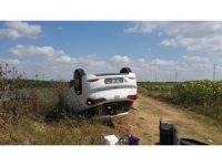 Sürücüsünün direksiyon hakimiyetini kaybettiği araç takla attı
