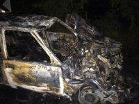 Traktörle kafa kafaya çarpışan otomobil yanarak hurda yığınına döndü