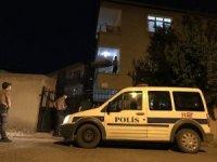 Polis ev karantinası olan pozitif hastaları denetliyor