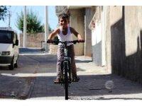 Kaybolduktan 5 gün sonra bulunan 10 yaşındaki çocuğa bisiklet sürprizi