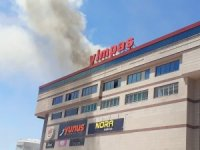 Yozgat'ta alışveriş merkezinin çatısında yangın çıktı