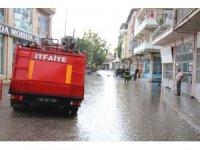 Sağanak yağış Kula'da hayatı olumsuz etkiledi