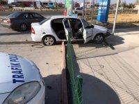 Kontrolden çıkan otomobil akaryakıt istasyonuna girdi: 3 yaralı