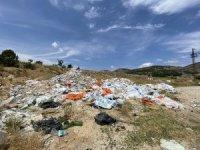 Sarıcakaya yolu çöp ve moloz yığınlarından kurtulamıyor