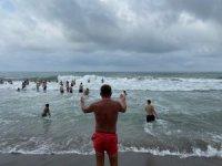 Karadeniz'de boğulma vakaları gençleri gönüllü cankurtaranlığa yönlendirdi