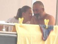 Serenay Sarıkaya, Cem Yılmaz'ı öpmeye doyamadı