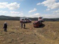 Virajı alamayan araç yol dışına savruldu: 3 yaralı