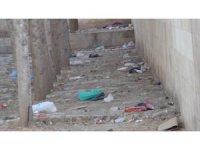 Mardin'de tarihi Ulu Cami'nin bahçesi çöplüğe döndü