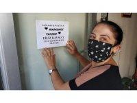 Kadın muhtardan 'maskenizi takın' broşürü