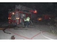 Keresteciler sitesinde yangın, 2 atölye ve 1 traktör yandı