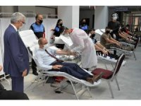 Polisten Kızılay'a kan desteği