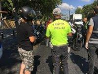 Kask takmayan, ehliyeti olmayan motosiklet sürücülerine ceza