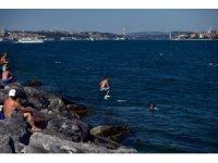 İstanbul'da sıcaktan bunalan Boğaz'a akın etti