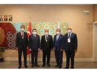 Ağrı'da AK Parti'ye geçen belediye başkanlarına parti rozetleri takıldı