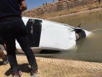 Sulama kanalına devrilen otomobildeki cesetler çıkartıldı