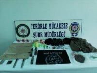 Bursa'da eylem hazırlığında olduğu belirlenen DEAŞ militanı B.A. yakalandı. Şahsın evinde yapılan aramada intihar yeleği ile çeşitli materyaller ele geçirildi