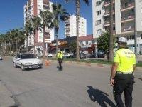 Kozan'da trafik ekipleri maske ve sosyal mesafe denetimlerini sürdürüyor