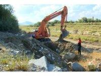 Isparta'da kanalizasyon borusuna sıkışan yavru kedi için seferberlik