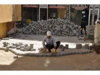 Cizre'de Cudi ve Dicle mahallesinde parke döşeme çalışmaları