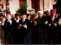 Mustafa Kemal Paşa'ya zafer nasip etsin. İslamın güneşi kararmasın.