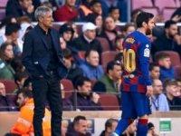 Barcelona'da teknik direktör Quique Setien'in görevine son verildi.