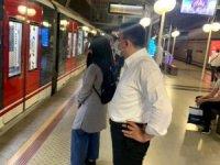 Çankaya istasyonunda vekilin telefonla konuşabilmesine şaşırdıklarını yazdı.