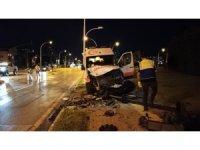 Bursa'da ambulans ile ticari araç çarpıştı: 3 yaralı